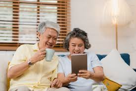 Rajin bergurau dan mengasah otak dapat mengurangi resiko Alzheimer. Cek penyebab penyakit Alzheimer menurut penelitian terbaru disini (asuransinow.com)